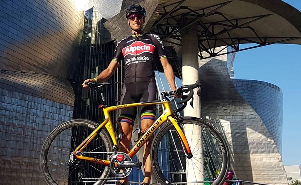 Fondriest in bici a Santiago