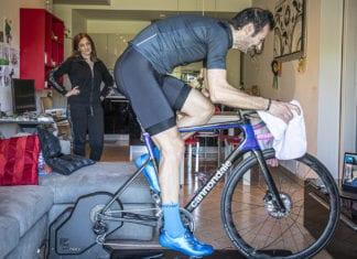 ciclista in quarantena visto dalla moglie