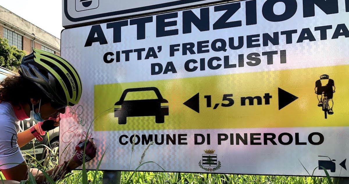 Paola Gianotti sulle strade del Giro d'Italia per la sicurezza dei ciclisti