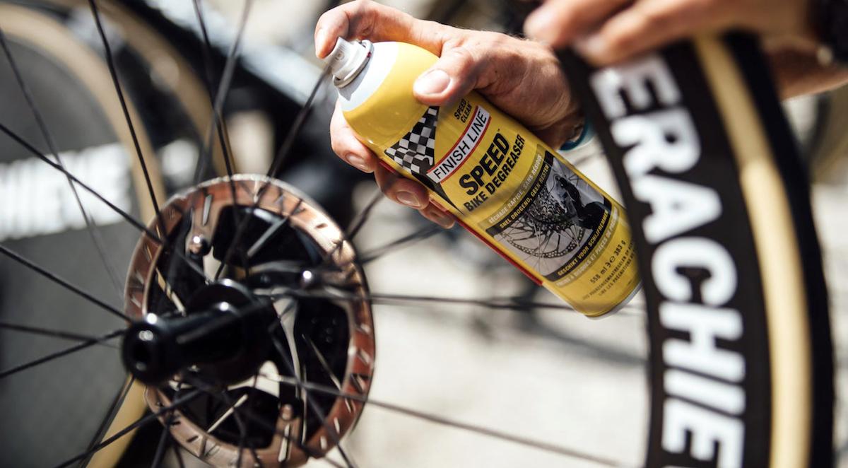 pulire i dischi dei freni della bici