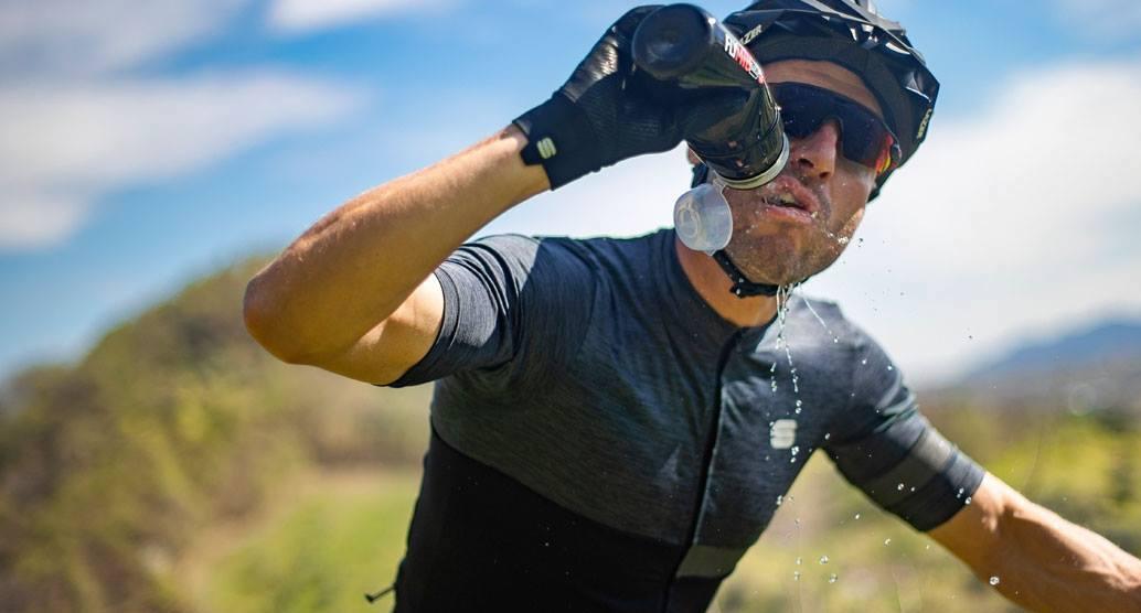 Ciclismo, caldo e prestazione: allenarsi di più o recuperare?