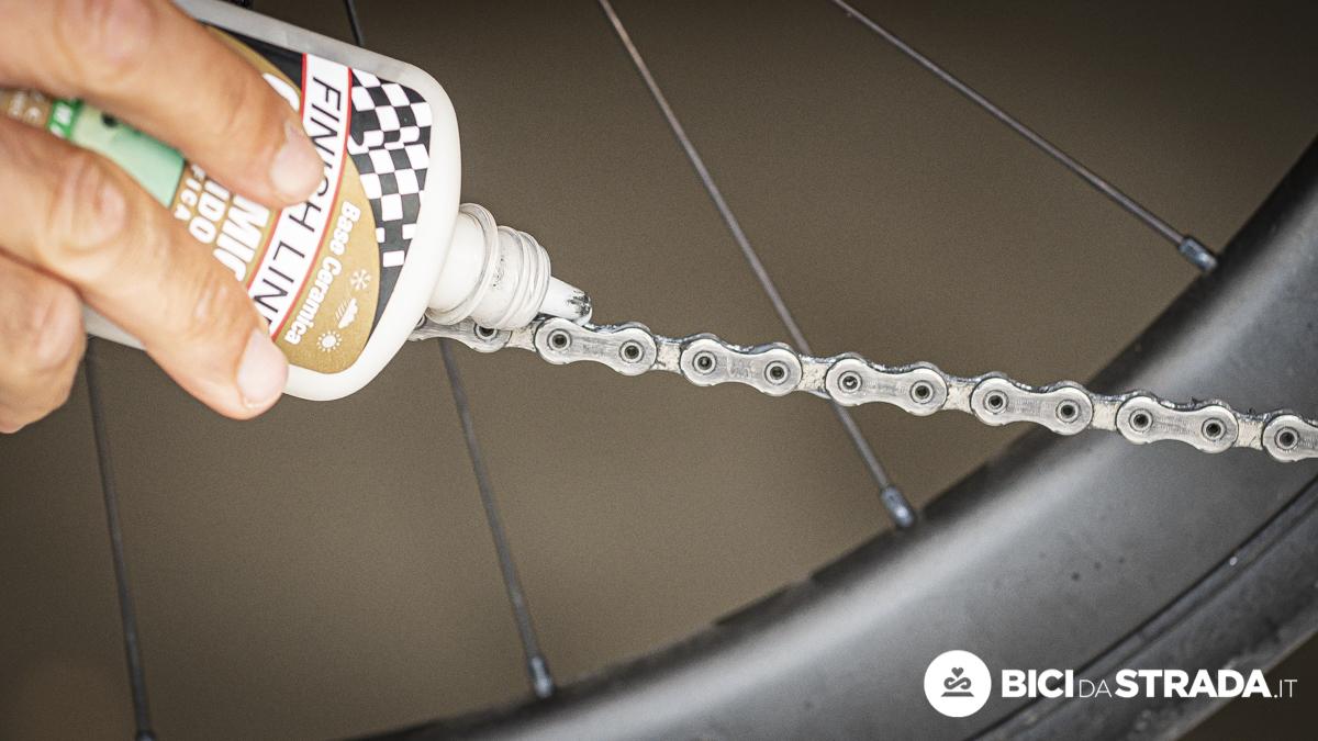 Lubrificare la catena della bici