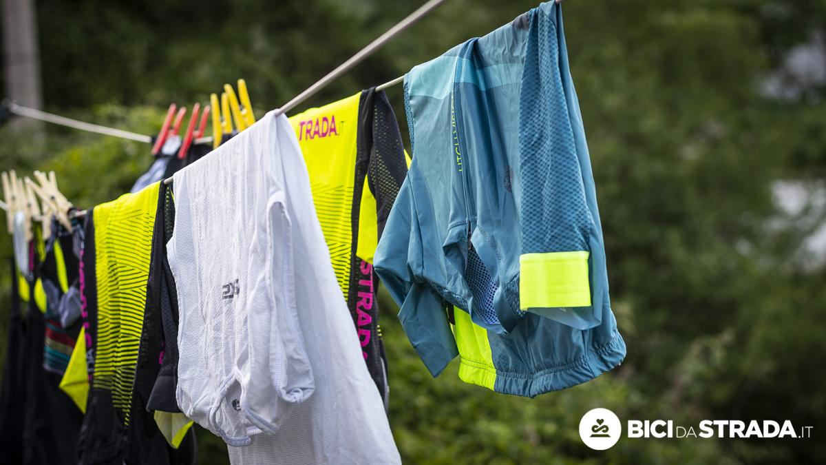 Come lavare l'abbigliamento da bici: gli errori da evitare