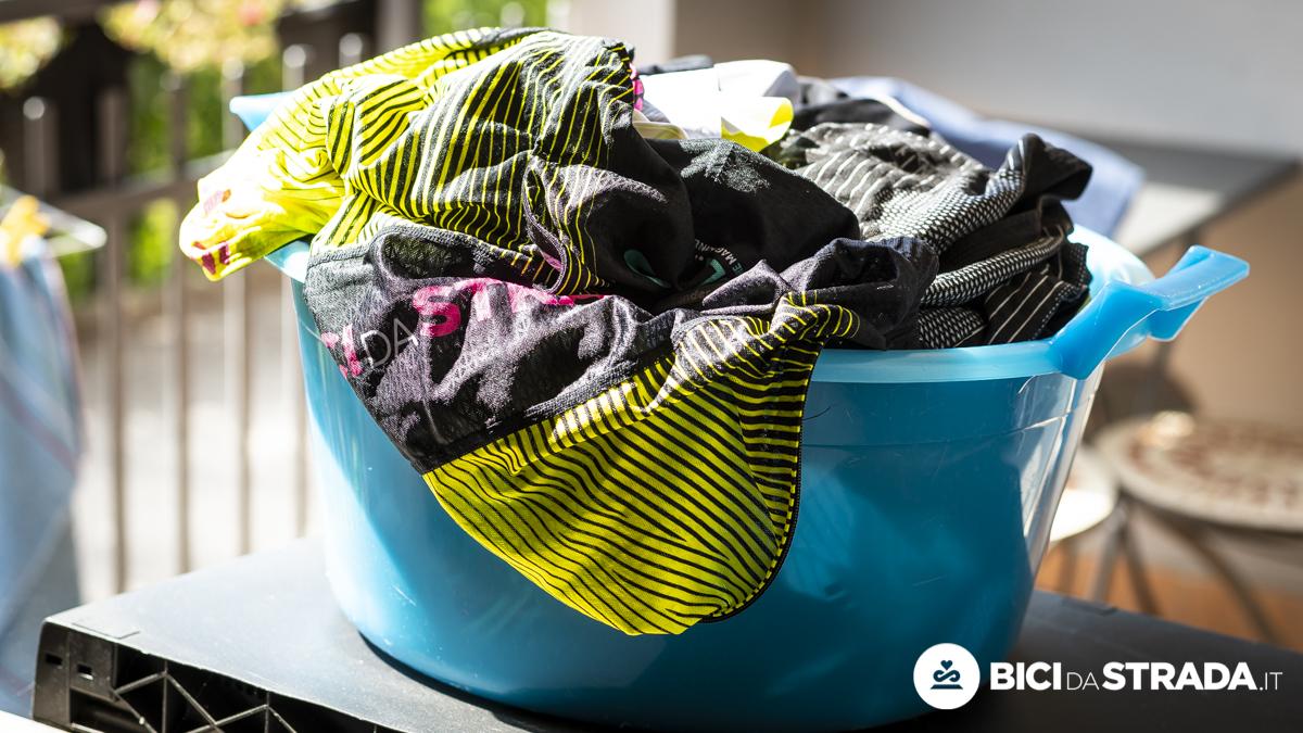 Come lavare l'abbigliamento da bici