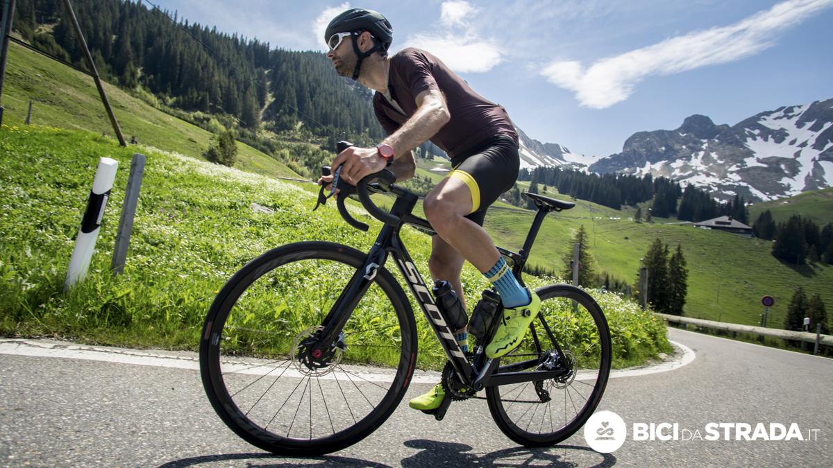 Come affrontare le salite lunghe in bici: i 6 consigli fondamentali