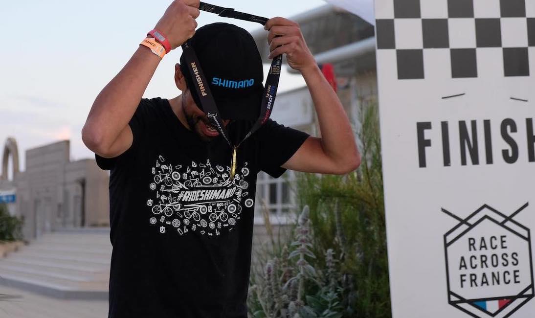 Omar Di Felice vince alla Race Across France e conquista il nuovo record di gara
