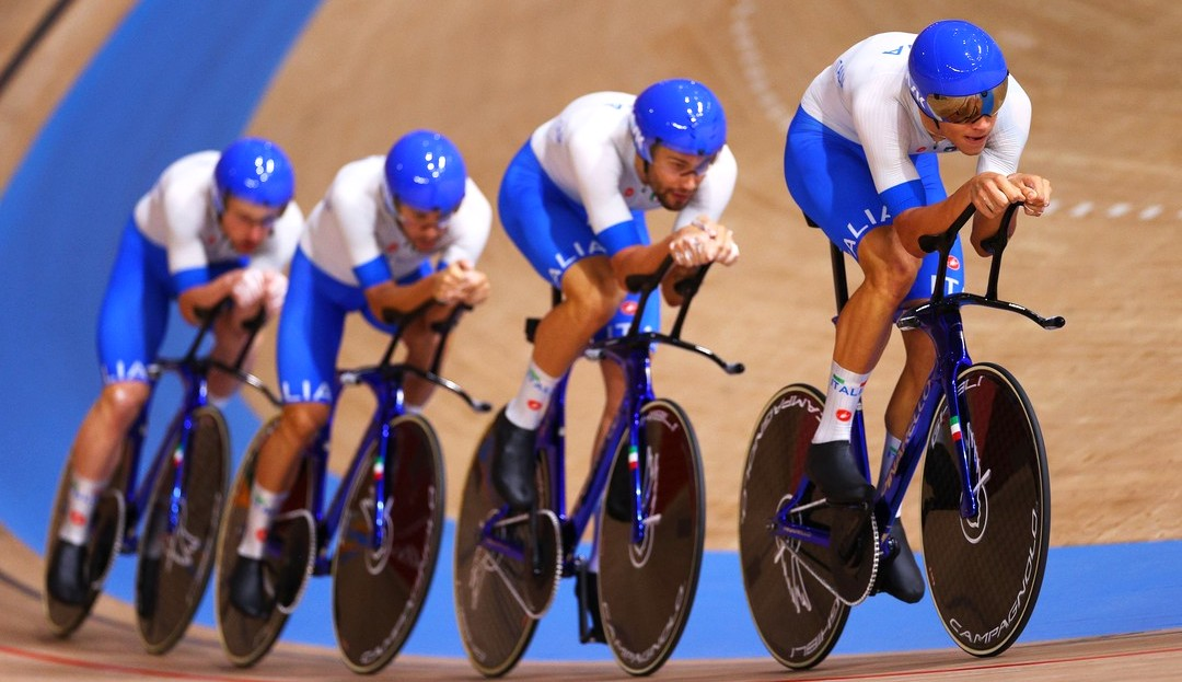 La velocità del quartetto km per km. I 500 metri finali sono mostruosi